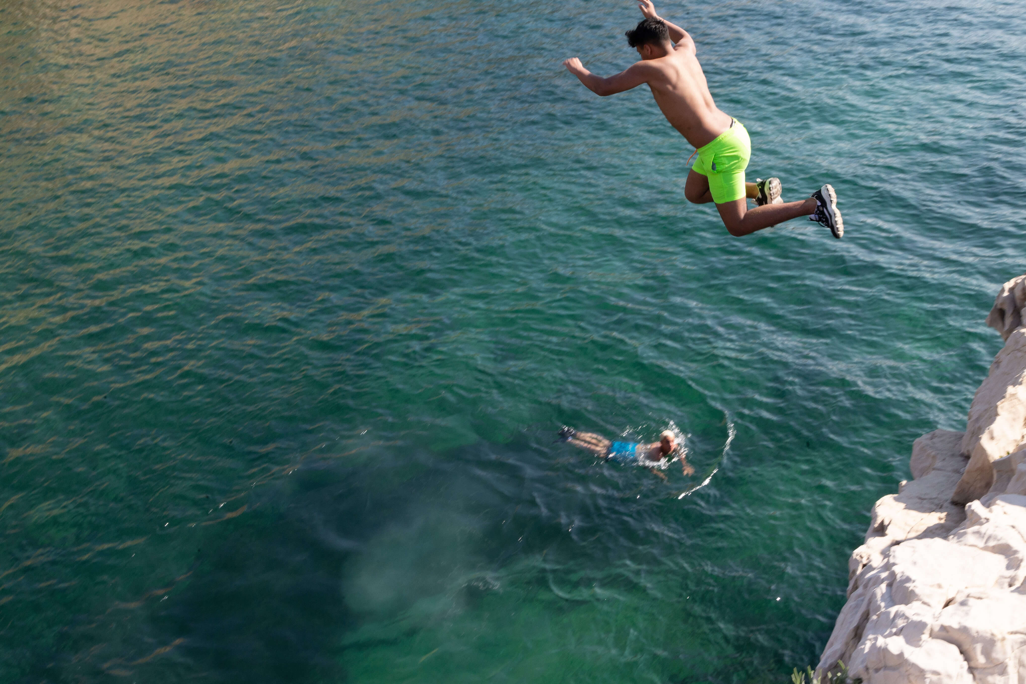 17_doing_bird_magazine_project_calanque_saména_corniche_kennedy_jumping_photography_giovanni_di_stefano_paris_.jpg